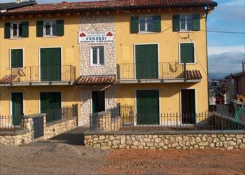 Ville rustici ed appartamenti in vendita in valpolicella for Appartamenti arredati in affitto pescantina